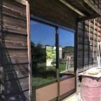 倉庫の入口木製建具をアルミサッシへ入れ替え