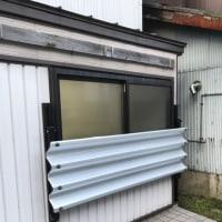 ないなら作っちゃえよ オリジナル窓の雪除けフェンス