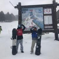 雪が降っています(^_^)