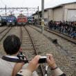 ペーパークラフトの鉄道模型「かみてつ」 紙の線路を紙の電車が走る