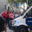 バルセロナでテロ続報 1人の実行犯の写真がネットに公開 / レストランで立てこもり バルセロナの車突入に関与の男らか?=メディア