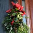 ◎柊南天チャリティーの花&クリスマスホーリーでスワッグ