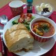 タイムとイタリアンパセリを使って 肉団子入りマトスープ