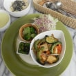 今週のマクロビオティックランチは「ゴーヤ・夏野菜・自家製厚揚げの味噌炒め」です!!