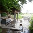 「岩瀬の清水」の水を汲む
