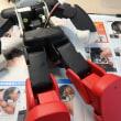 週刊「ロビ2」第76号・・・カメラ保護シールを貼り、上半身と下半身を合体させる。
