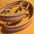 ベルト織の紐で