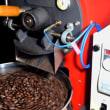 公民館での「パンとコーヒー講座」に備えて5時間、焙煎機を回す。