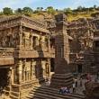 エローラの遺跡見学~ アジャンタ、エローラ見物とインド横断鉄道の旅