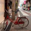 街角自転車(10) こわれた赤い自転車