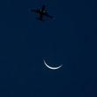 夕暮れ時の三日月&飛行機 ゲートブリッジ~ by 空倶楽部