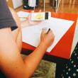 娘の夏休みの宿題、夏がテーマの絵を手伝う。
