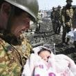 福島、瓦礫の町中で赤ちゃん抱き自衛官の笑顔 震災 ツイッター 自衛隊 東日本大震災 東北関東大震災