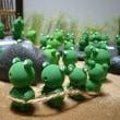 雨なので・・・「かえるちゃん作品」(軽量粘土)をUP(^^)