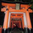京都・千本鳥居で知られる夜の「伏見稲荷大社」