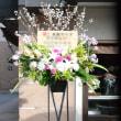 みらいホールへ桜を入れてスタンド花