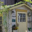 ガーデン小屋のお色直し♪