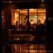 雨の夜のパーティ