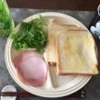 8/20(日)朝食(食パン、サラダ、コーヒー)。写真と絵。