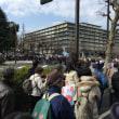 16日午後、国税庁の周辺では、佐川長官の罷免を求める抗議デモ