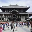 身体を揺らす東大寺
