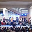 白浜避難タワーの下で円広志のコンサートが開催されました。