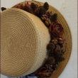 ダイソーの帽子で作るリース(3)庭の花のドライを使って