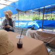 真夏の石鯛釣り... 大漁旗の下、今年も浜カフェ開店。