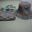 帽子とポシェットが
