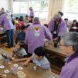 太宰府小学校総合学習で木うそ絵付体験