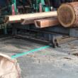 杉丸太から柾目材を製材