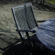 横の空いた椅子