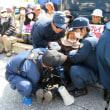 女性たちを力まかせに排除する沖縄県警・機動隊