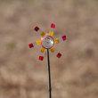 Vol.2032  ペットボトルの風車が勢いよく回っています。 (Photo No.14124)