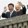 安倍晋三首相がインドに到着 モディ首相と抱擁、手厚い歓迎受ける  産経  産経ニュース  9月13日