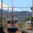 雪化粧の富士山と大井川鉄道7200系 (2018年10月)