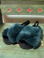 """""""GU"""" Fakefur Sandal。"""