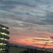 メルヘンチックな月と夕日
