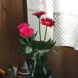 玄関の室礼に、薔薇を活けて、香をたく。