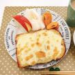 チーズトーストの朝ごはんと「バルミューダ」持ってる人〜