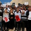 マルタの記者爆殺で、報道関係者が大規模デモ。