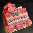 ピンクのピアノケーキ