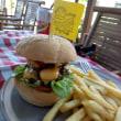 メナムビーチのハンバーガー屋さん
