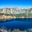 岩峰群と湖