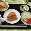 朝飯。ヘルシー食。食事のコントロールで血糖値はだいぶ良くなってきています。奥さんに感謝します。いただきます。