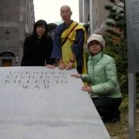 安田純さん、碑石と再会