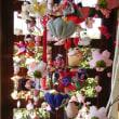 菜の花と吊るし雛