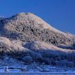 朝日で照らし出された里山の雪化粧、2018年1月