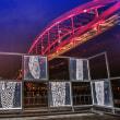 モニュメントの向うの神戸大橋