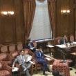 国会中継、野党がゴッソリ欠席してるのに質問時間の割り当てはそのままのため、安倍総理や麻生大臣が黙って座ってる映像が 2時間近く流れる